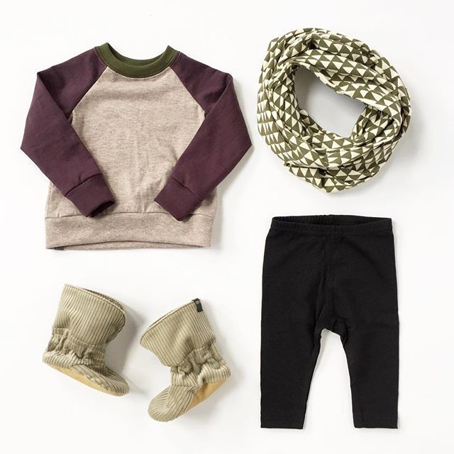#ootd featuring the colour block raglan, snug pant #bookhouforminimioche circle scarf and mm booties - all made with love in Toronto, Canada