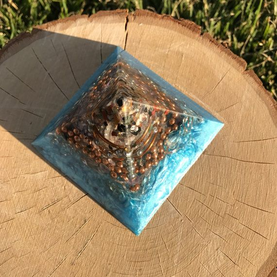 Orgonite Pyramid / Orgonite / Orgone / Orgone Energy / Crystals / Amethyst / Clear Quartz / EMF Protection / Reiki / Chakra Mix / Rhodizite
