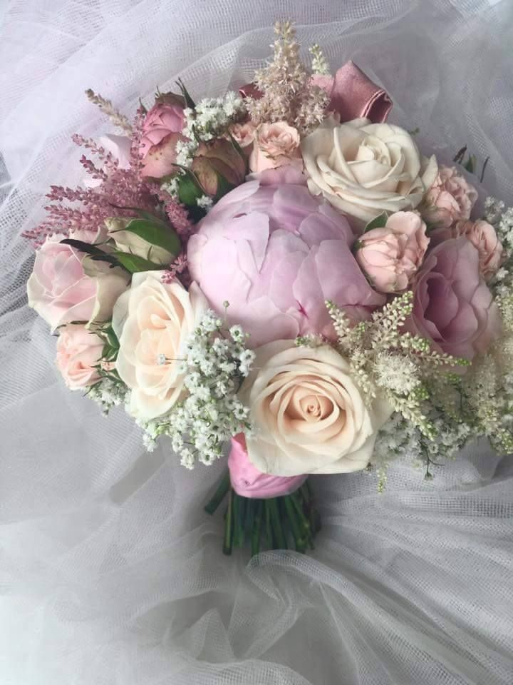 Vintage wedding bouquet. Thanks to Květinářství Žaneta.