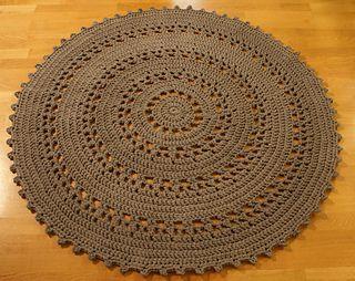 Crocheted rug. Free pattern