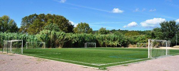 Obóz młodzieżowy we Francji - boisko do piłki nożnej