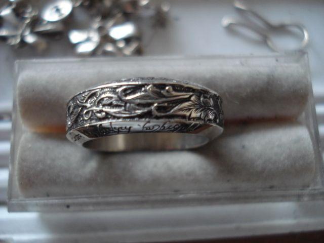 anillo grabado a mano