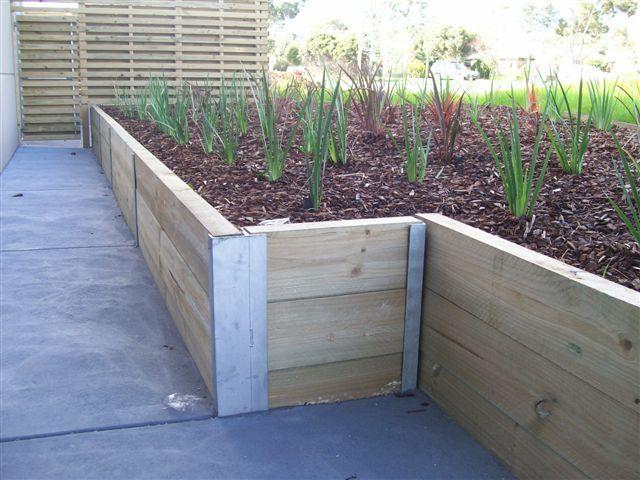 Bildergebnis Fur Timber Retaining Wall Steel H Beam Backyard Retaining Walls Backyard Fences Back Garden Landscaping