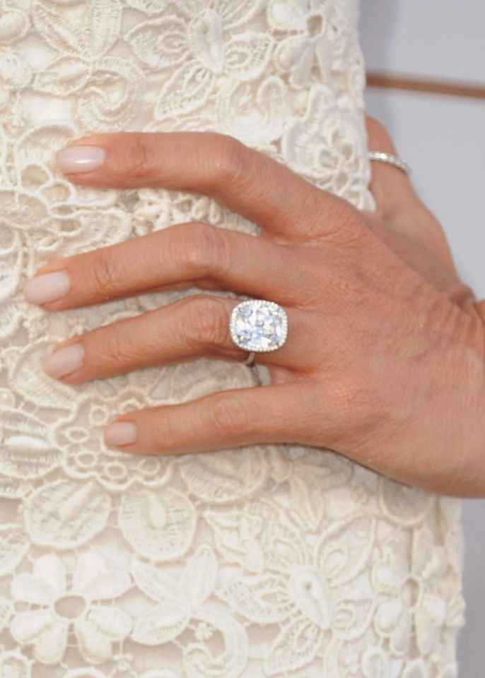 Sofia Vergara After Six Months Of Dating Joe Manganiello Proposed On Christmas Day Making The 4 To 5 Carat Centre Ston Celebrity Engagement Rings Engagement
