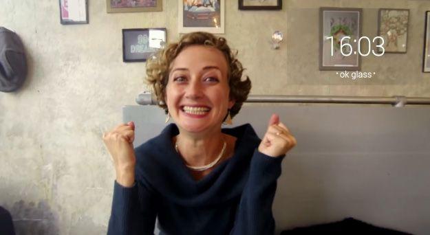 '구글 글래스' 낀 행복한 女의 반전 동영상
