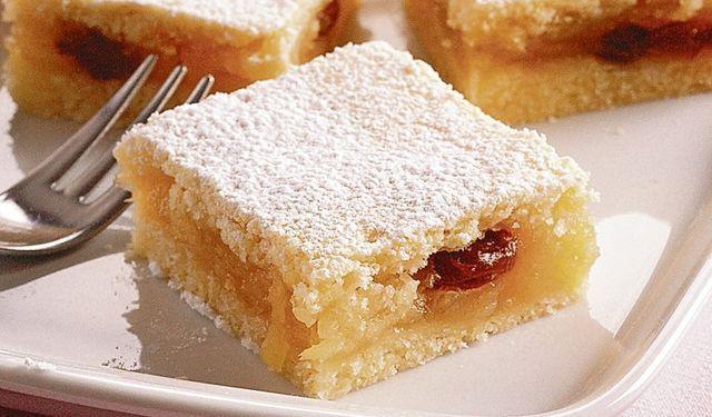 Vláčny zákusok: Jablkové rezy z tvarohového cesta | DobreJedlo.sk