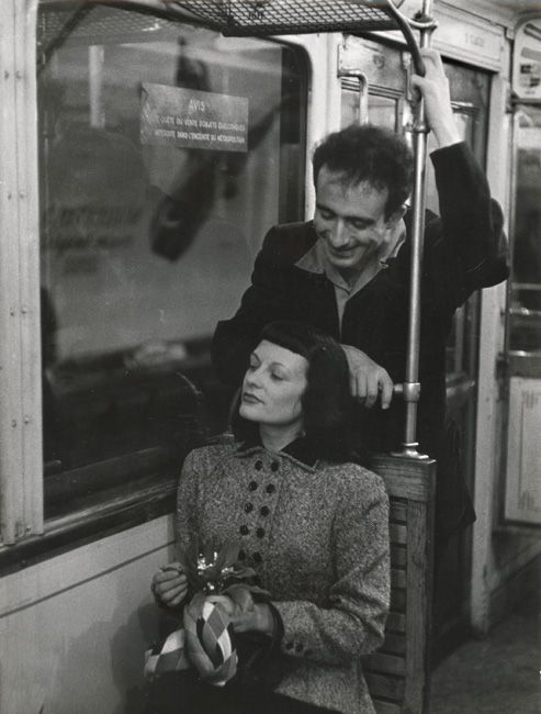 Robert Doisneau - Marc and Christiane Chevalier in the Paris Metro