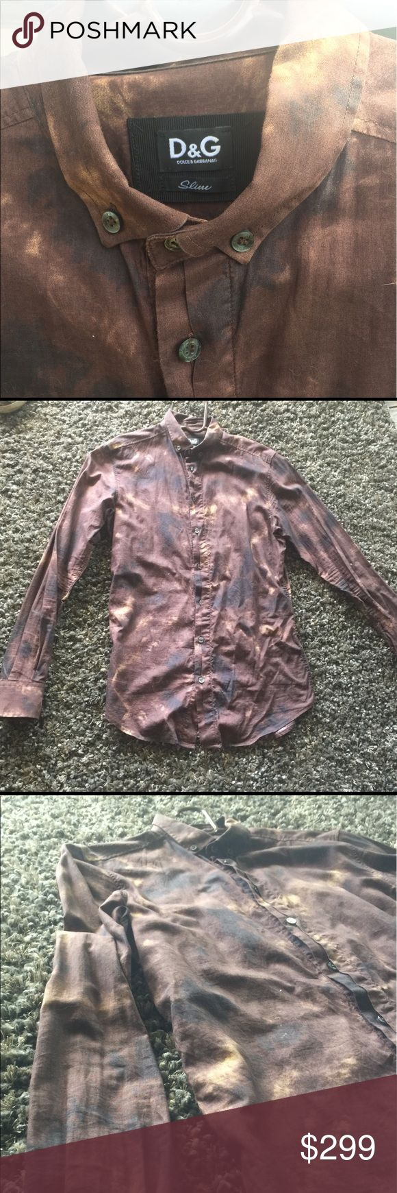 Dolce and Gabbana Men's Brown Cotton Button Down Great condition. Authentic Dolce and Gabbana Men's Slim Fit Brown Printed Button Down Shirt. Size 48. 100% Cotton. Originally paid 749 for it and has only been worn a couple times. Dolce & Gabbana Shirts Dress Shirts