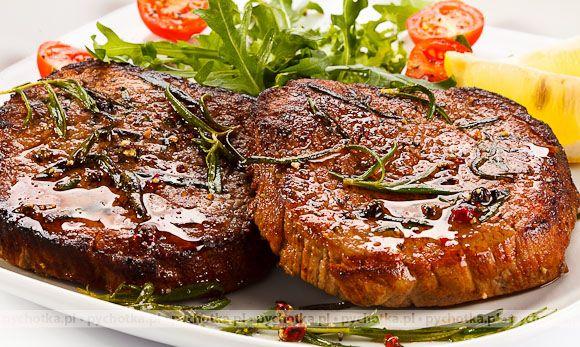 Przygotuj smaczne danie z wołowiny z pychotką.pl . Bitki wołowe Mateusza. Składniki: wołowina, cebula, śmietana.