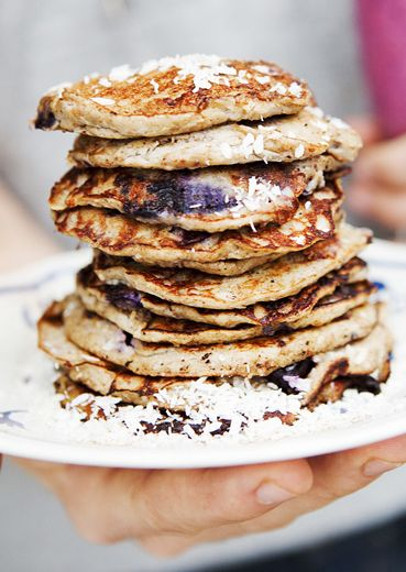 Flour Free Banana Blueberry Pancakes! I love these for breakfast, children will like them as well! | green kitchen stories