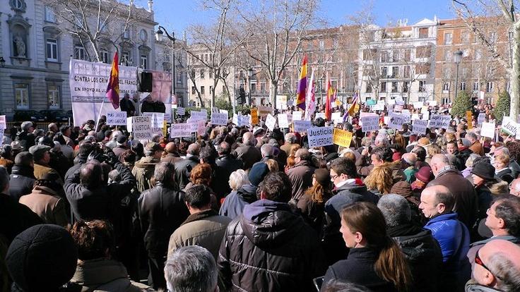 12 de febrero de 2012: Nuevamente a la puerta del Tribunal Supremo, se celebra una concentración en repulsa de la sentencia condenatoria del juez Garzón en relación con el sumario de las escuchas de la trama Gürtel