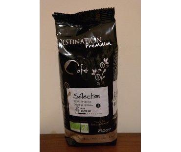 Cafea bio Destination boabe este cafea foarte aromata, 100% Arabica din gama premium, este o cafea  obtinuta in totalitate din agricultura ecologica. Gustul si calitatea deosebita a acestei cafele se obtin atat prin modul de cultivare ecologic cat si prin folosirea unor metode traditionale de prajire a boabele de cafea.