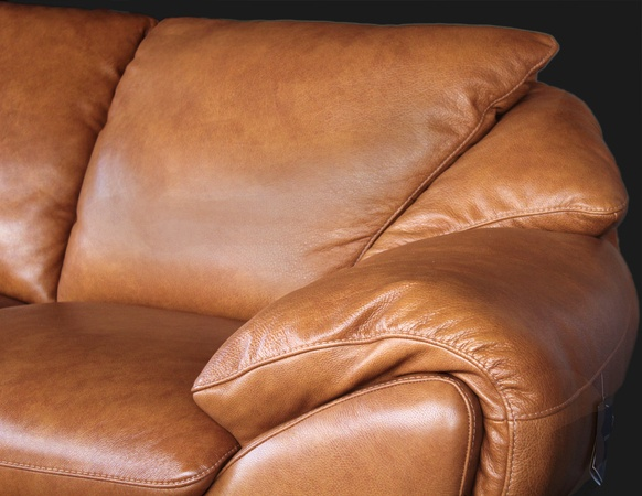 Italian Leather Sofa. Via Natuzzi