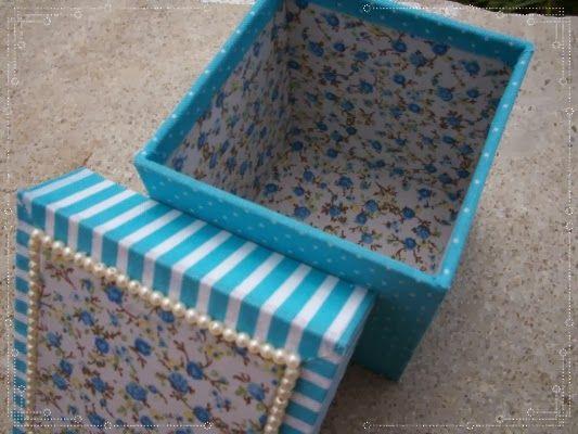 Caja mediana forrada en tela con detalles de perlas