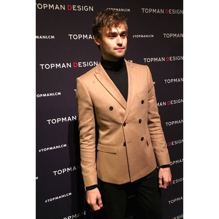 "DouglasBooth-Italy no Instagram: ""Douglas Booth attends the #topman show during London Collections Men today ! #douglasbooth #london #fashion #show #frontrow"""
