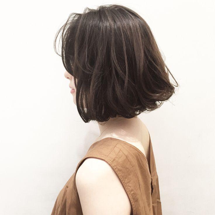 * 外国人風前下がりボブ✨ * ハイネックの服や首の詰まった服に相性ピッタリです。 この秋に是非お試しください! . ✂︎ cut ¥5300 ✂︎ cut + color ¥11,900~ ✂︎ cut + color + hi light ¥17600~ . . #shima#hair#ginza#hairarrange#mirandakerr#mery  #ヘアー#ヘアスタイル#ボブ#ロングヘアー#コーデ#コーディネイト#ヘアカラー#ヘアアレンジ#アイロン#アッシュ#アッシュカラー#ハイライトカラー#外国人風ハイライトカラー#外国人風ヘアー#ラベンダーアッシュ #ミランダカー#メリー#銀座