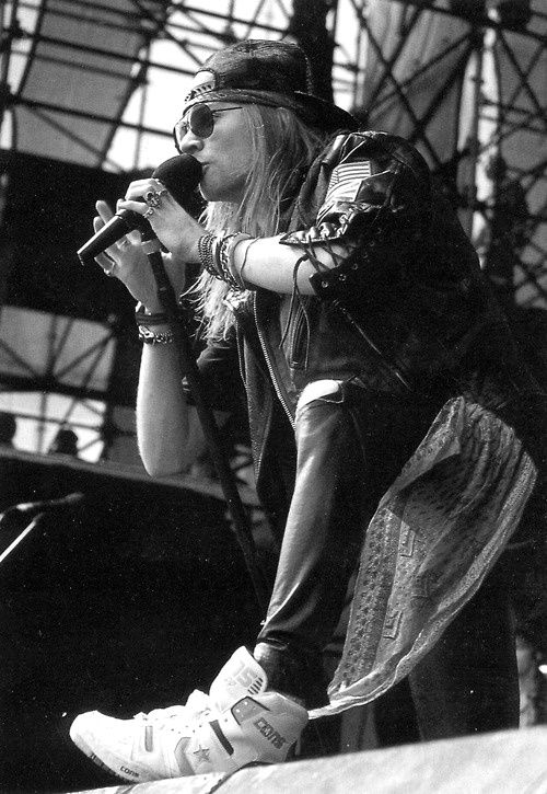 Axl Rose talking to the audience.