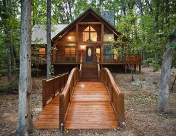 Get a comfortable place to say near Beavers Bend State Park in Oklahoma when you choose one of two dozen luxury destinations from Sundown Cabin Rentals.