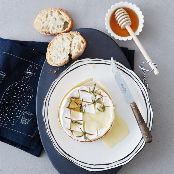 Rezept: Ofen-Camenbert mit Honig und Rosmarin