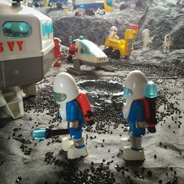 Pour les amoureux du vintage... quelques Playmobil de la série Playmospace ! Diorama #Playmobil réalisé par Dominique Béthune au château de #Jallanges  #Playmo #playmobilfans #Playmobil #playmospace #smilecompagnie #jallanges #likes #like4like #followme #vintage