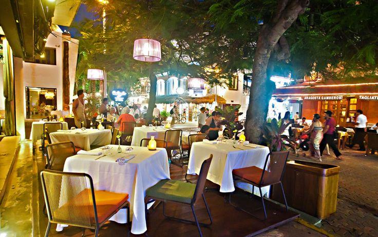 THE GLASS BAR; Zona de degustación al aire libre o terraza para aquellas personas disfrutan de comer o ver el paisaje y fumar