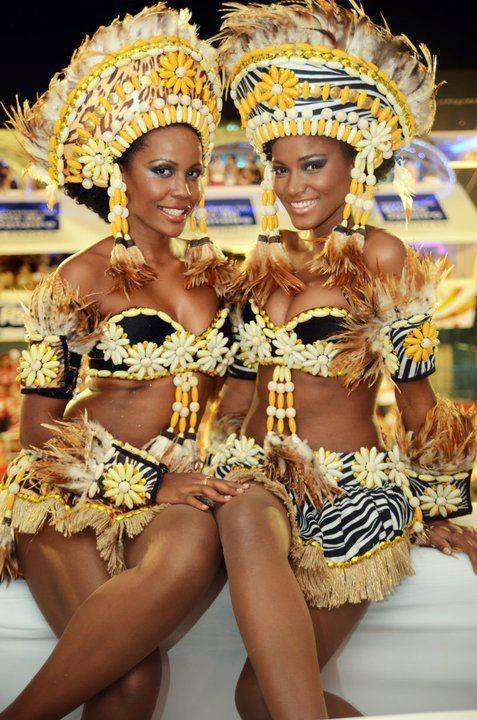 Angolan girls celebrating Carnaval! - Leila Lopes is on the right and stunning as always.