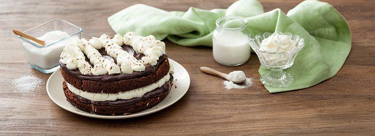 La torta pinguino è una simpatica e gustosa merenda, ideale anche per feste di compleanno o altre ricorrenze. Si realizza con questi pochi ingredienti: