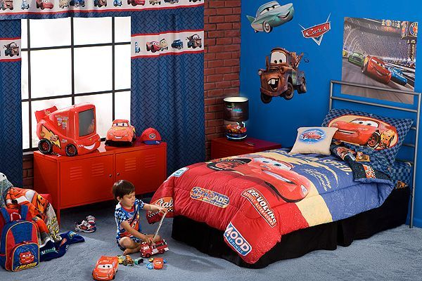 Ideas to decorate a boys bedroom with cars disney s cars for Disney car bedroom ideas