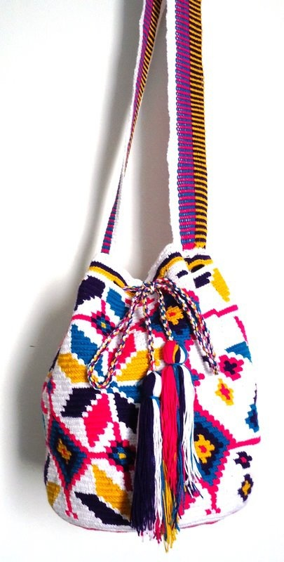 Buy your beautiful, unique Wayuu mochila bag now from How to Bogotá's online shop! Find your perfect Summer bag :)