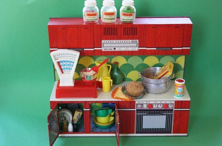 70er+Jahre+Puppen-Küche+aus+Blech+von+Alles+im+Wunderland+auf+DaWanda.com