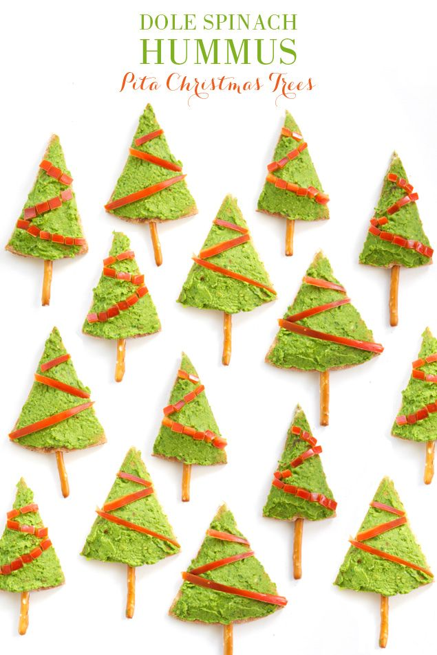 Healthy Christmas Appetizer Recipe // Pita Christmas Trees made with pretzel stick tree trunks, homemade @saladsbydole spinach hummus, and bell pepper decorations.