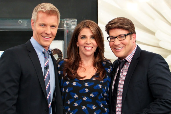 Interior designer Lisa Worth showed us how to create balance in a home office. http://www.cbc.ca/stevenandchris/2012/09/blend-masculine-and-feminine-decor-elements.html