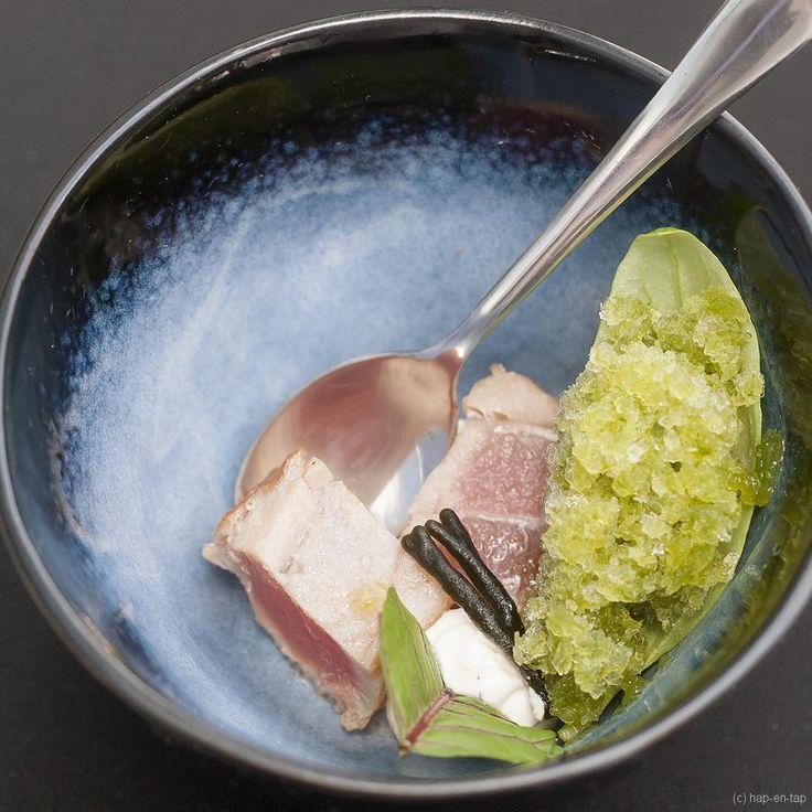 Dit hapje met gegrilde tonijn en granité van basilicum is ideaal on a hot summer day: het is niet alleen snel klaar, het is ook lekker fris!