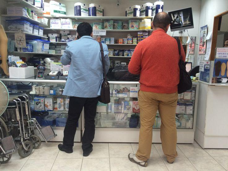 Interior de la farmacia BioMed en Merced  http://santiagoporconocer.cl/