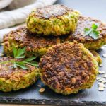 Vegetarian oatmeal patties with broccoli, carrots and eggs. Easy and tasty meatless oatmeal burgers recipe. | ifoodreal.com