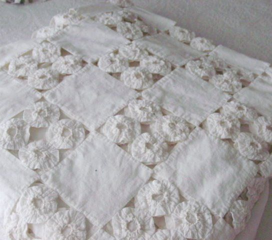 YO YO QUILT...............PC................vintage yo yo quilt seen at Etsy