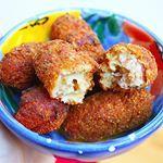 Dominique heeft 3 zalige tapas voor jullie bereid  De recepten van de patatas bravas, gegrilde sardines en deze croquetas de jamón vinden jullie nu op de homepage! #francescakookt #spaansetapas #croquetasdejamon #heimweenaarbarcelona