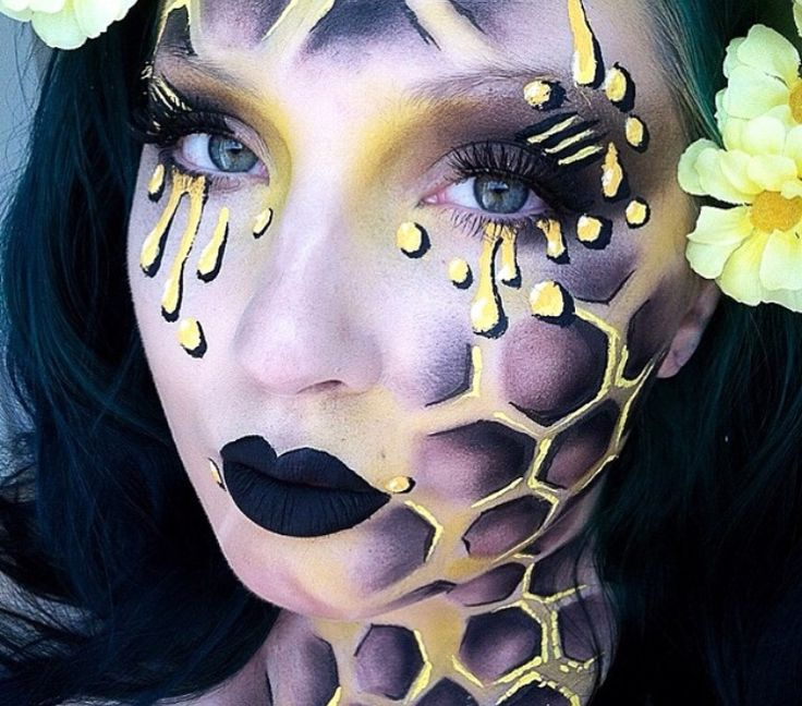 I love the honeycomb effect. Only on the neck perhaps and not so much the face. If we get a stencil - we could easily do this.
