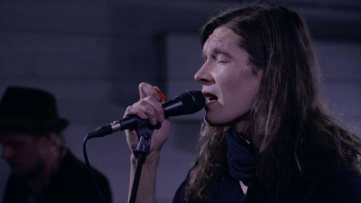 Pariisin Kevät: Odotus (livenä Nova Stagella) https://www.youtube.com/watch?v=Dxr26WzNde0
