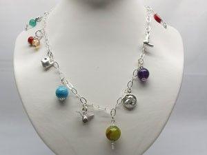 Collar de plata con piedras Collar de plata con piedras semipreciosas de color individual, con posibilidad de elección de las piedras. Peso: 18 gr Precio: 1,078.11 MXN