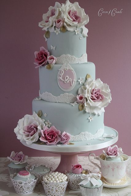 Summer vintage romance cake by Cotton and Crumbs