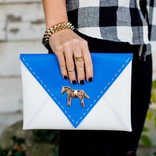 Learn how to make this colorblocked envelope clutch ...