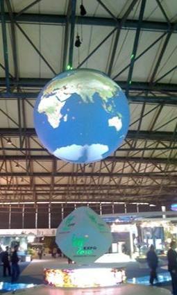 상하이 엑스포(2010) 당시 설치되었던 직경 4m의 스크린입니다.