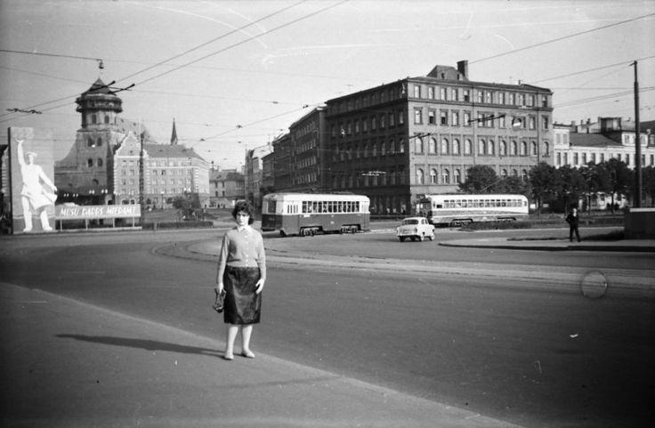 1961. gads, Akmens tilts ar skatu uz 11. Novembra krastmalu, Vecrīgu un Pēterbaznīcu bez torņa kupola.