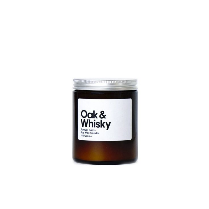 An aromatic vintage cologne scent, with warm spices & a hint of cognac. Oak & Whisky Candle by Samuel Parris is available at Osmology. Shop your favourite boutique scented candles and home fragrance brands in one place.