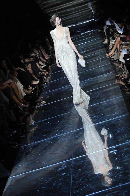 Défilé haute-couture Armani robe fourreau - Défilé Armani Haute Couture Automne Hiver 2008 2009