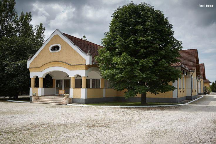 Anna Karolina Lakodalmasház Dabas. Egyszerű, elérhetőáron