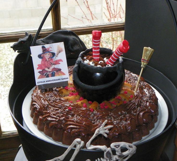 Ma nièce Sarah a 6 ans aujourd'hui et elle m'a demandé un gâteau qui fait peur, un gâteau sorcière !! Après tout, des sorcières dans le Berry, ce n'est pas qu'à Halloween, il y en a toute l'année non ? Il était une fois une vilaine sorcière aux bottes...