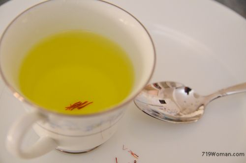 """Saffron Tea: is referred to as """"liquid sunshine"""" because it can have an uplifting mood effect, as much as taking Prozac? Put 3 or 4 saffron stands in a cup. Add splash of warm water let sit for 10 min. VERY IMPORTANT it sits for 10 min. After 10 min, pour boiling water over it add a drop of honey."""