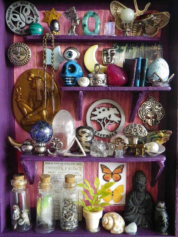 tiny trinket altar....for Es room and all the knick knacks....